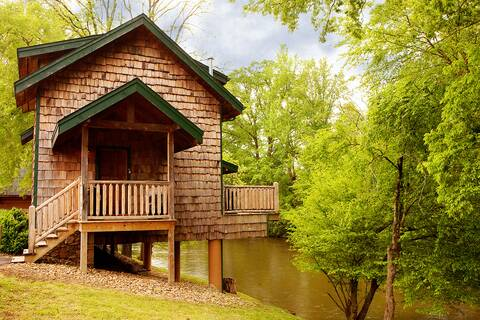 It 39 s the reel thing 2 bedroom cabin rental for Gatlinburg cabins with fishing access